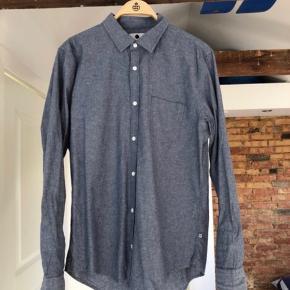 NN07 skjorte i forvasket look/ style. Brugt få gange. Str XL Slim Fit, men vil mene den svare til L. 100% Bomuld.