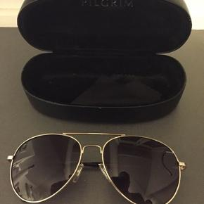 Nye unisex solbriller fra Pilgrim med tilhørende etui.