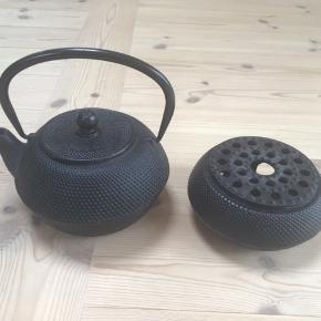 Bredemeijer støbejern tepotte & tevarmer Det er i pænt stand og sælges samlet