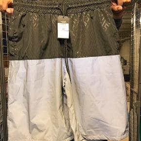 Pelle Pelle shorts. Selv reflekteren. Aldrig brugt