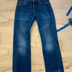 #30dayssellout Sælger de her Levis bukser i W29 L32 de er klippet i bunden så det ser ret fedt ud.