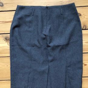 Fin nederdel fra Asos. Den er brugt en enkelt gang :-)  Den sælges for 50 + porto eller kan afhentes på Østerbro :-)