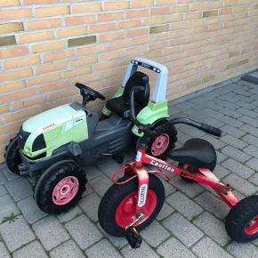 Køretøjer til de små (traktor og stor 3-hjulet cykel) passer 3-4 årige. Slidte og med rust og huller, men kører stadig fint.