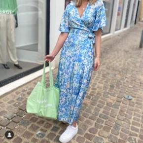 Kun prøvet på en gang, super unik og smuk kjole