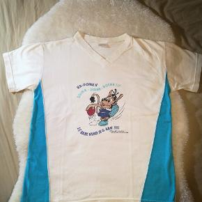 Sjov retro t-shirt med trolden Hugo. Jeg vil mene at den både kan bruges af drenge og piger.