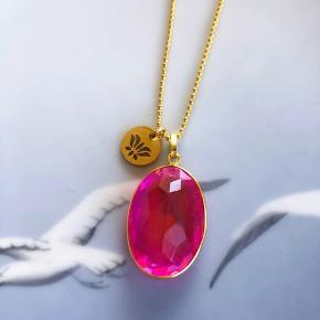 Unik kæde med pink kvarts og Lotus vedhæng - kæden måler ca 80 cm