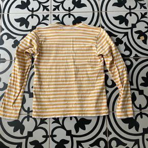 Blusen er gået med et par gange men den fejler intet og er som ny.