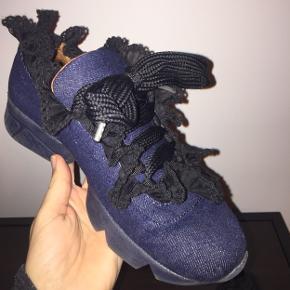Fede ganni sneakers i god stand. Kan desværre ikke passe dem mere, hvorfor jeg sætter dem til salg. Tager imod bud