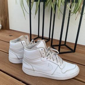 Sælger disse niko sko i str. 44 Sælges for min kæreste Np: 700 Mp: 200
