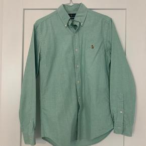 Slim fit Ralph Lauren skorte  Ingen fejl på skjorten  Brugt kun en gang og sælges da min mand ikke kan passe den længere   Farven er mint grøn