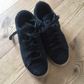 Næsten ubrugte sko fra nike i ruskind ❣️