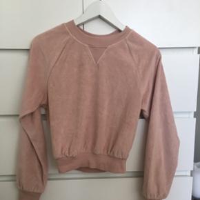 Helt ny trøje fra & other stories. Aldrig brugt.  Sælges da jeg ikke kan passe den, og ikke havde mulighed for at returnere den.  Ny pris: 325   BYD