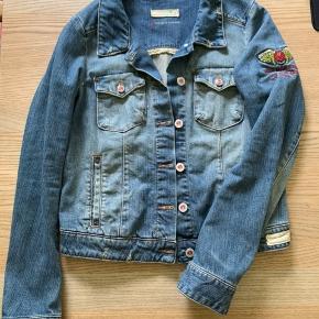 Fin jakke. Ikke brugt meget. Str. 1 ( 36/38). Bud fra 400pp