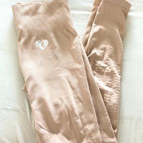 En seamless leggins fra Women's Best. Rigtig god, lækker og blød kvalitet.  Detaljer ses bedst på billede 1. 👏🏻