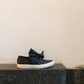 Cedric Charlier sneakers str 39
