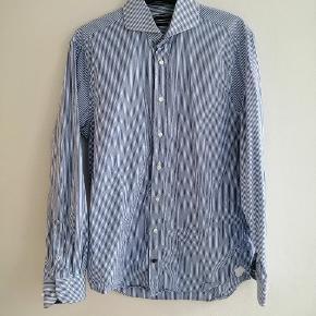 Hvid og blå stribet skjorte fra Tommy Hillfiger