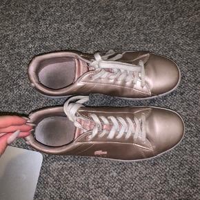 Helt nye lacoste sko i str. 41, brugt en gang til konfirmation, købt til 1.000kr, byd!! #30dayssellout