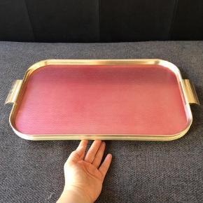 Serveringsfad, butlers tray, bakke, serveringsbakke, retro, vintage, messing, guld.  Fra England.  I flotteste stand. 55,5 x 30 cm.  Andet Farve: Guld,   Pink