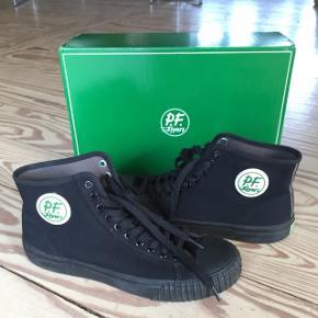 P.F flyers sneakers str 45.5  Model: sandlot hi  Brugt 1 gang, fejler intet.  Mp 400,-