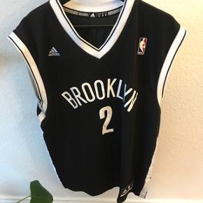 Brooklyn Nets Adidas basket t-shirt str. M men stor i størrelsen  God men brugt