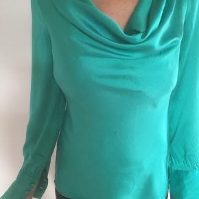 Mærke: Designers Remix Collection By Charlotte Eskildsen,  Størrelse: 36.  Materiale: 100 silke.  Stand: brugt få gange og Rigtig pæn stand.   Sælges for 150 kr