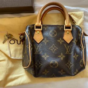 Mini HL taske fra Louis Vuitton fra 2007. God men brugt stand, købt i LV i København. Kvittering, æske og dustbag medfølger. Kun mødes og handle ved denne :-)