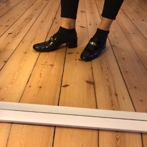 Rigtig lækre og fancy sko fra Ralph Lauren, sælges da jeg ikke får dem brugt mere. Kom med et bud :)
