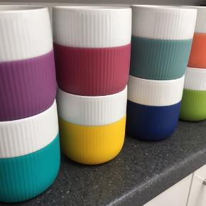 Sælger mine otte Royal Copenhagen Contrast krus i de viste farver. Ingen af krusene har skår eller fejl og er kun vasket op i hånden.  Krusene er de store kaffekrus og prisen er 100 kroner pr. stk.  Kan afhentes i Aarhus C eller sendes på købers regning.