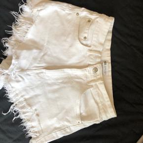 Aldrig brugt denim shorts fra Zara.