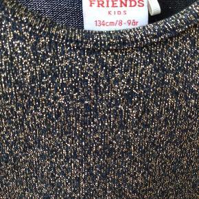 Flot sort/grøn/guld glimmer kjole fra Friends. Kun brugt én gang.