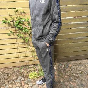 Champion tracksuit Har intet sizetag, fitter Small / medium  Jeg er 178 på billede