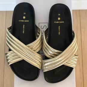 Flotte sandaler fra Pieces. De er størrelse 36 og aldrig brugt. *Haves også i sølv.  🌸 Handler altid igennem Tradonos sikre system 🌸 Pakken bliver altid afsendt maksimum 48 timer efter handlen er afsluttet 🌸 Jeg går meget op i at tingene jeg sælger er af kvalitet og intet fejler