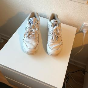 Lidt slidte, men perfekte festivals sko måske?  Meget behagelige at gå i