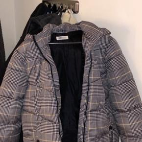 Lækker jakke fra H&M som holder godt på varmen