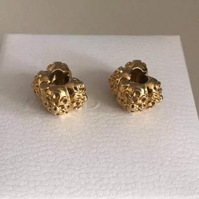 14 kt. guld charm fra Pandora, helt nye, super flotte og massiv guld. 2 stk. sælges
