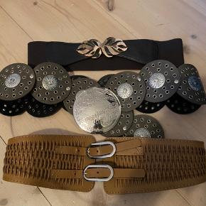 3 bælter til Buch pigen sælges samlet. 1 brunt elastik bælte med guldblad, brunt med cirkler der kan sættes ved hofte eller spændes i maven og det nederste lysebrune i flet med elastik bagpå og kan indstilles. Passer en str s/m. Alle 3 sælges samlet for 50 kr.