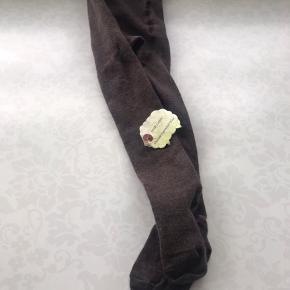 Helt nye strømpebukser naturuld. Har 2 par OFF-White og brun - prisen er pr stk.