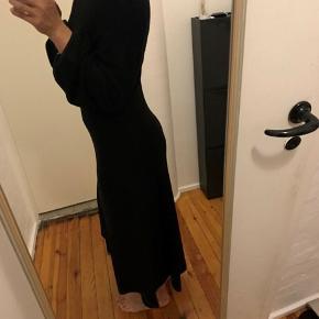 A form kjole. Den er 120cm lang, jeg er 171cm