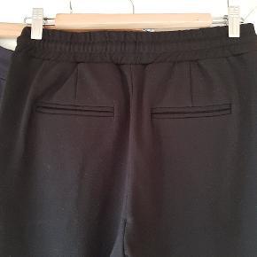 2 par super lækre og bløde bukser. 1 par sorte og 1 par navy. 75 kr pr par eller 125 kr for begge.   Se også mine andre annoncer- giver god mængderabat ved køb af flere ting.  #30dayssellout