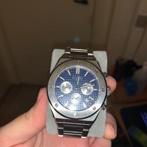 Dissing mk6 Suuuper lækkert ur at have på. Man kan virkelig mærke det er kvalitet når man står med det i hånden.  100m vandtæt