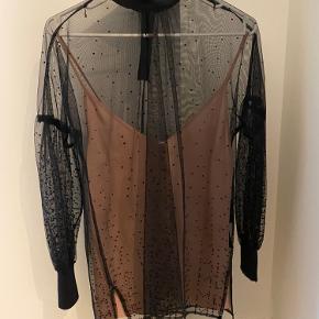 Sælger min smukke bluse fra Malene Birger. Jeg har haft den på en enkelt gang, så den er som ny. Størrelsen er en 34, men er selv en almindelig S og den passer mig perfekt.