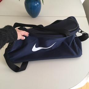 Nike sportstaske. Fejler intet. Næsten ikke brugt :-)
