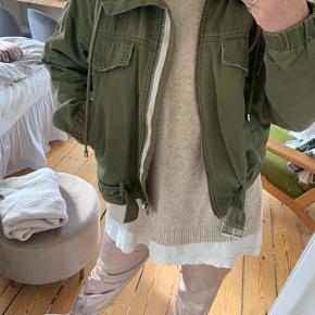 Super cool jakke fra Zara!   Byd endelig 😊