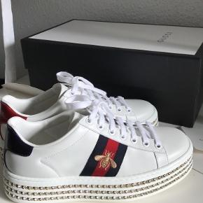 Selling my Gucci Ace sneakers with crystals. They are brand new, used only once! I purchased them online from the Gucci website and unfortunately, they turned out to be too big for me. The sneakers run large in size. Corresponds to size 37. The original price is 7 300 DKK. Selling them for 5 500 DKK due to the fact that they are brand new! You can bid on! Comes with a Gucci box, dust bags and receipt. Please don't hesitate to ask for any questions. Send me a message for more pictures or more info. :)