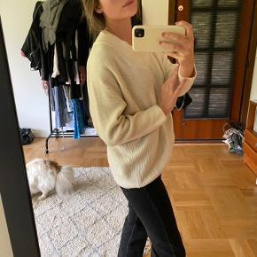 Rigtig sød strik fra Zara i hvid, som sidder helt perfekt til en str. xs/s