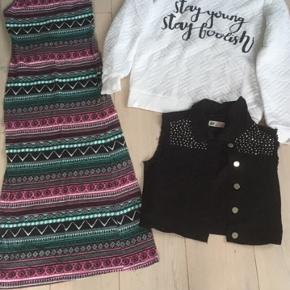 Kjole: outfitters nation str 2xS Vest: HogM str. 152 Hvid sweatshirt Outfitters nation str. XS Køber betaler fragt