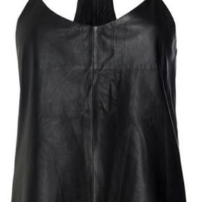 Raiine læder top, sort, str 36, desværre for lille til mig (er str 38). Sælges. Alternativt byttes til str 38/40. Nypris 2.499 kr.