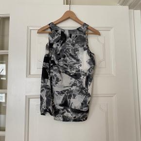 Silketop fra Just Female  med tie dye mønster 🌱 Den er brugt omkring 10 gange og har intet slid. BYD