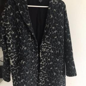 Leopard frakke fra magasin eget mærke  Købt sidste december og næsten ikke brugt
