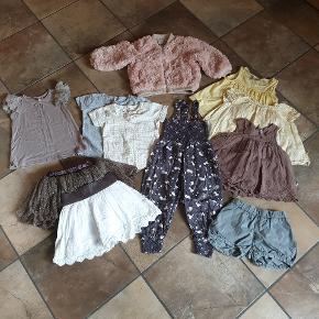 Tøjpakke (sommer) i størrelse 86/92. Tøjet er i rigtig fin stand. Billede i kommentarfeltet følger også med. Første billede er Pompdelux, andre mærker er Vingino,  Name it,  Phister og Philina, Mikk line og HogM